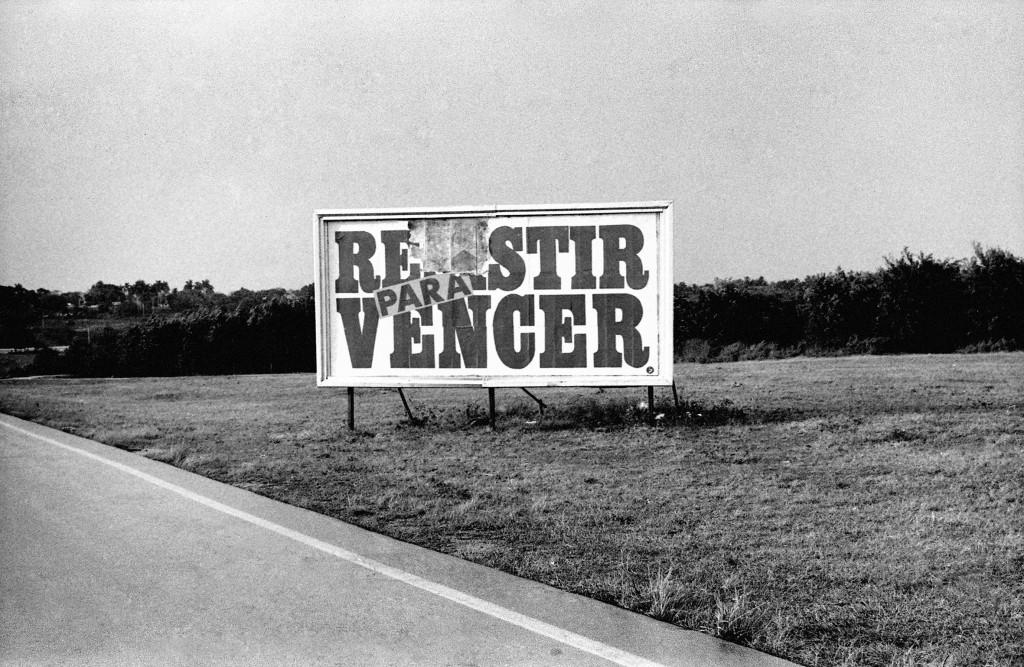 Valla Resistir - 1991 VEGAP (c) Carlos Garaicoa (image courtesy of PHE)