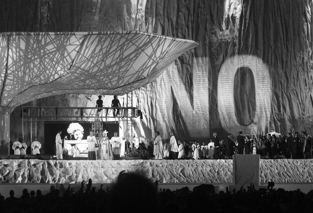 No Projection by Julius Von Bismark & Santiago Sierra (4)
