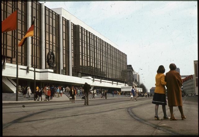 'Palast der Republik in den 80er Jahren'. Photo by Lutz Schramm http//:www.flickr.com/photos/lutzschramm.