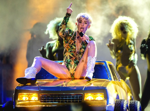 Miley Cyrus, 'Bangerz' tour. Image courtesy E Online.