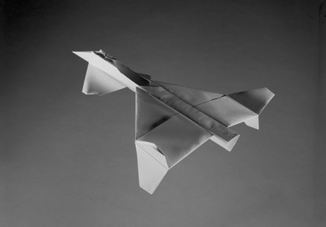 xfv-12_paper_planes_2014_c_sjoerd_knibbeler_W500_H400_H400_Q85