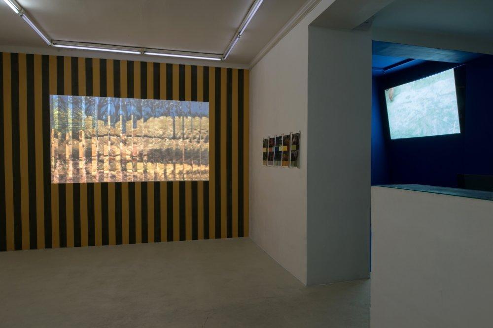 Au-delà de l'image (II) (2015). Exhibition view. Courtesy Escougnou-Cetraro, Paris.
