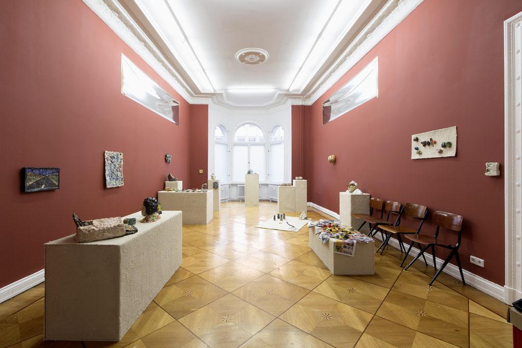 Trisha Baga, LOAF- A blurry eye exam, or the sourdough hippocampus (2016). Exhibition view. Courtesy Société, Berlin.